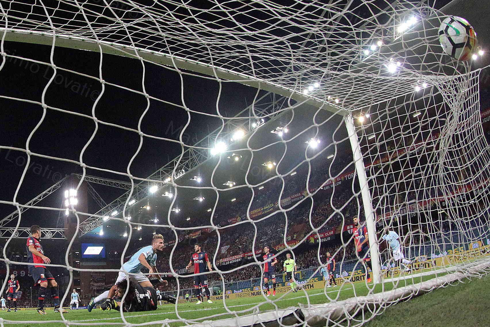 Genoa - Lazio 2017/2018, Immobile tira e segna e il pallone gonfia la rete