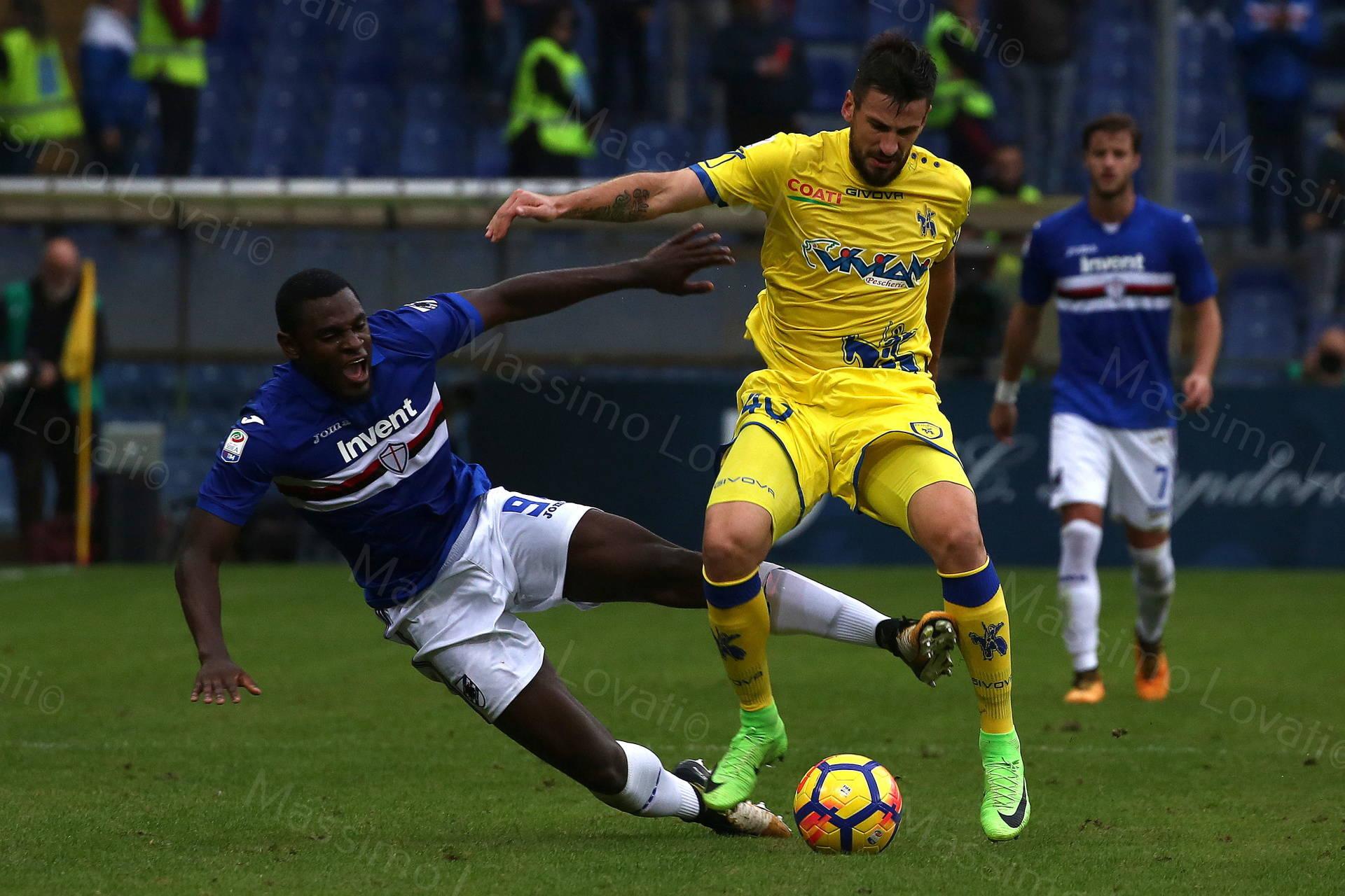 29/10/2017, Genova Campionato di calcio Serie A, Sampdoria - Chievo,nella foto  Tomovic su Zapata