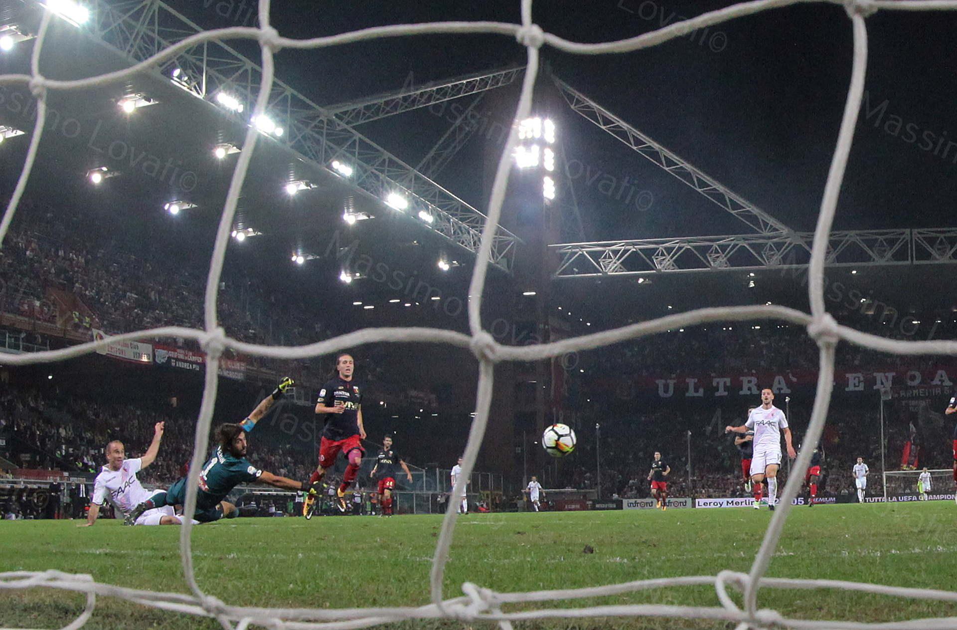 30/09/2017, Genova , Campionato di Calcio Serie A, Genoa- Bologna , nella foto Palacio tira, batte Perin e segna