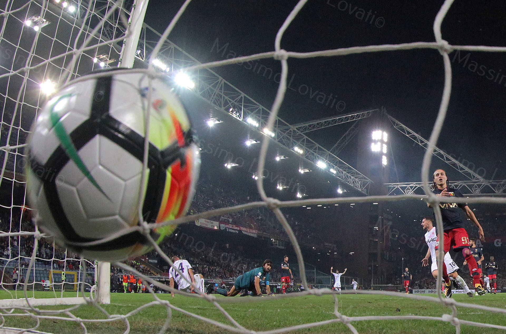 30/09/2017, Genova , Campionato di Calcio Serie A, Genoa- Bologna , nella foto Palacio tira, batte Perin e segna eil pallone gonfia la rete
