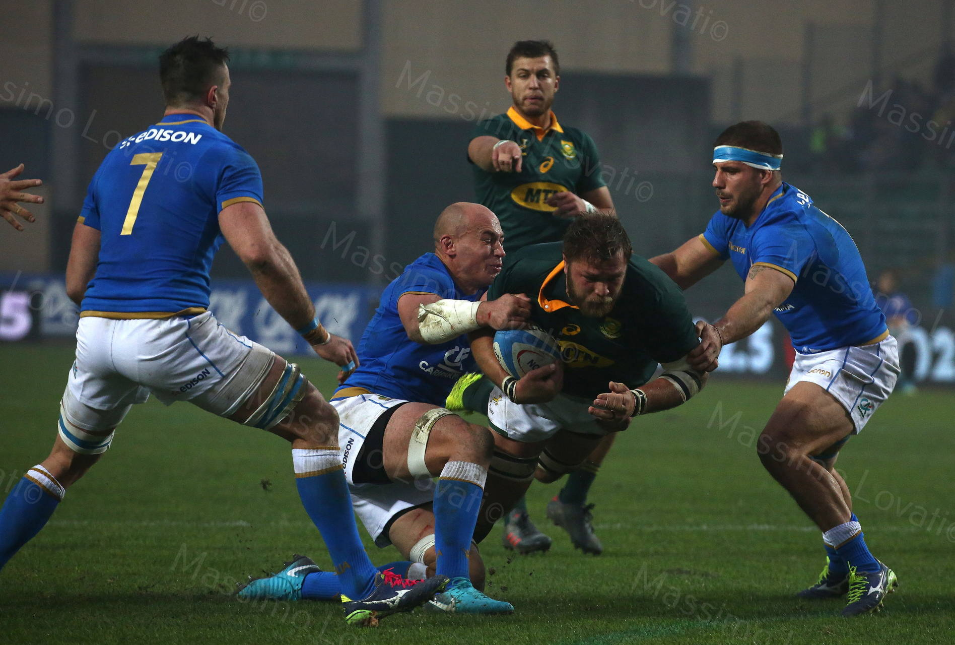 25/11/2017 Padova Rugby Test Match Italia - Sudafrica, nella foto Parisse placca Vermeulen