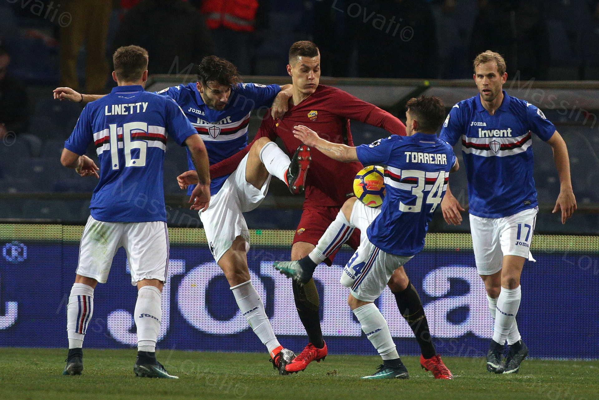 24/01/2018, Genova, Campionato di Calcio di Serie A, Sampdoria-Roma, nella foto Schick circondato