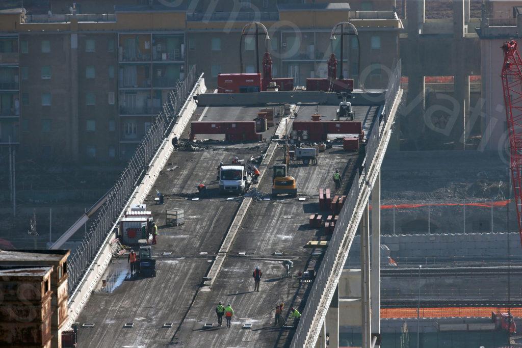 06/02/2019, Genova, tecnici dei demolitori Omini e Fagioli al lavoro tra la pila 7 e la 8 del moncone ovest del Ponte Morandi
