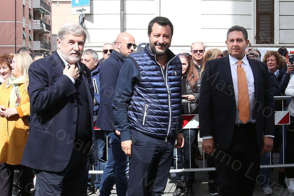 06/04/2019,Genova, Matteo Salvini, Ministro dell 'Interno incontra il comitato dei residenti ai confini della zona rossa del Ponte Morandi, in Via Capello.