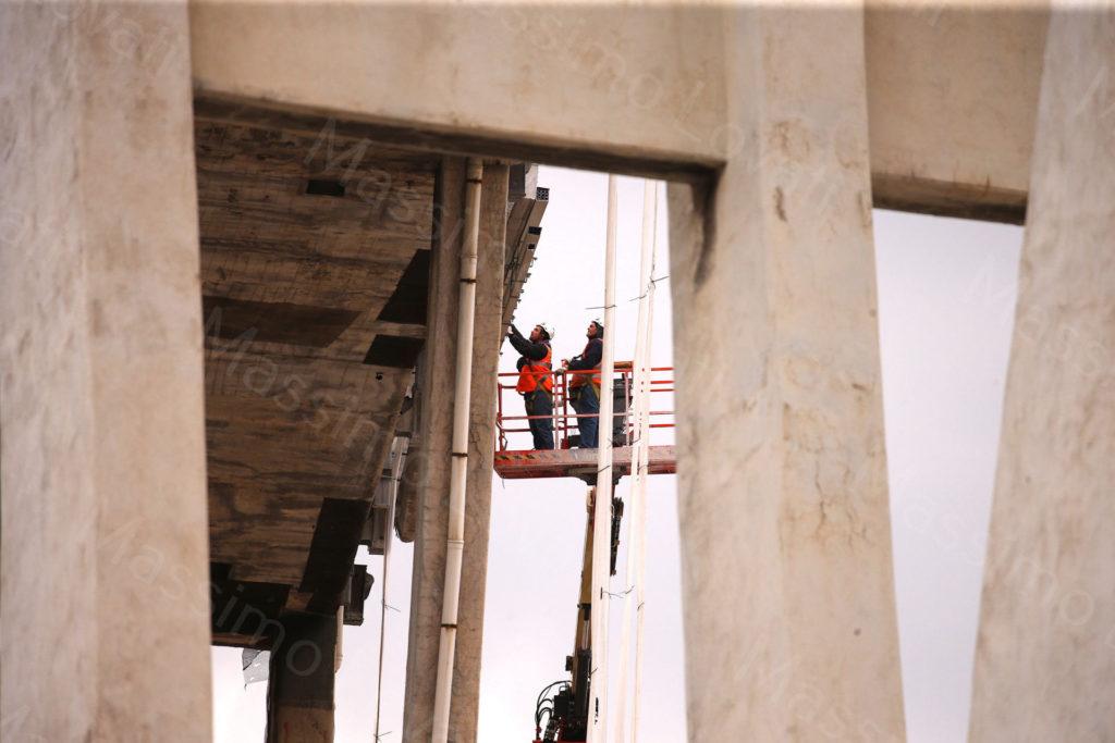 11/04/2019, Genova, Demolizione Ponte Morandi, tecnici (Omini, Fagioli) al lavoro sulle pile 4 e 5