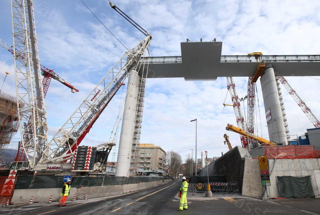 08/02/2020, Genova, Impalcato tra pile 13 e 14 del nuovo ponte sul Polcevera, sopra Via Walter Fillak e pila 10 del ponte Morandi sopra Via Fillak