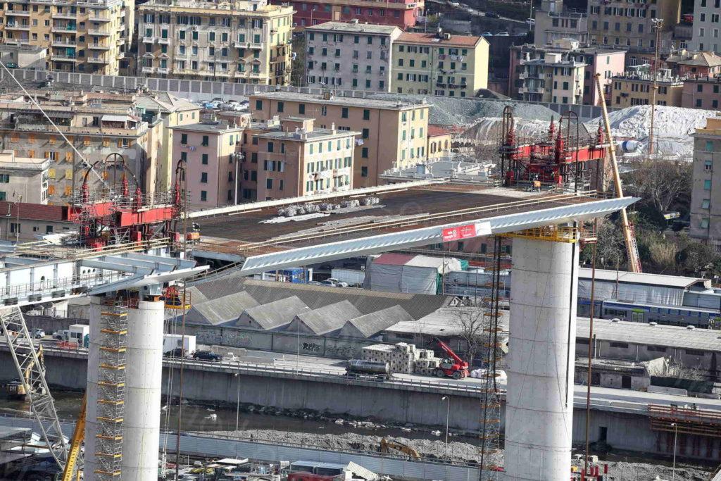 13/02/2020, Genova, Campata tra pile 8 e 9 del nuovo Ponte sul Polcevera portata in quota