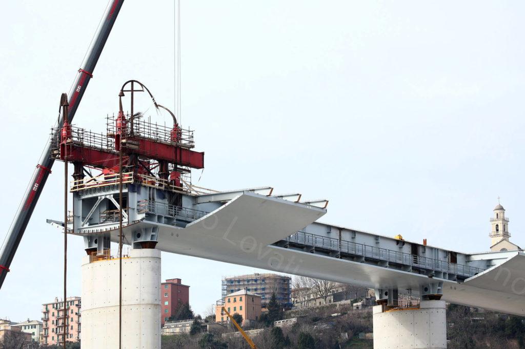 08/02/2020, Genova, Lavori preparatori per sollevamento con strand jacks di  impalcato di 100 m. tra pila pila 8 e 9