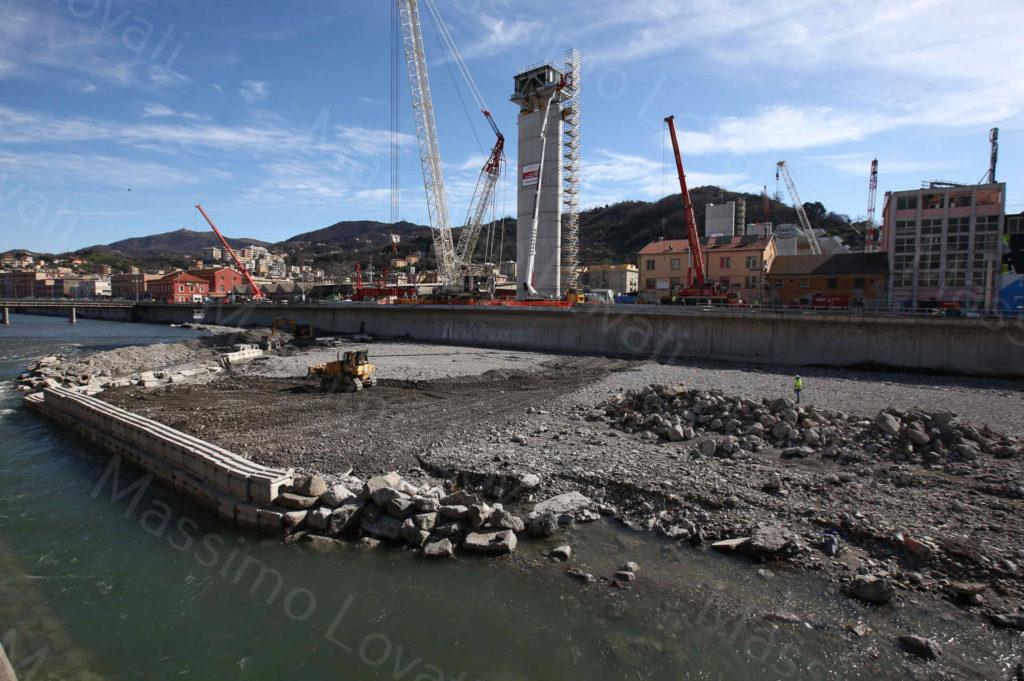 04/03/2020, Genova, Cantiere del nuovo ponte di Genova, lavori di ripristino piazzola e argine per varo campata P9-P10