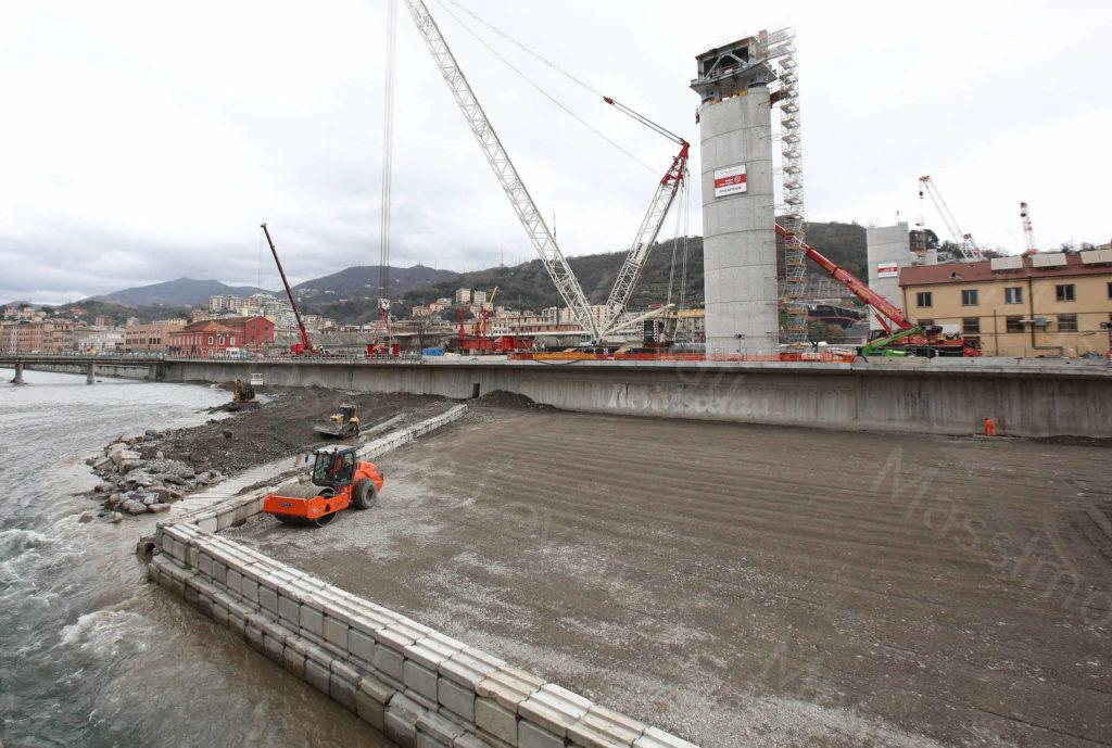 05/03/2020, Genova, Cantiere del nuovo ponte di Genova,lavori di ripristino piazzola e argine  per varo campata P9-P10 quasi terminati