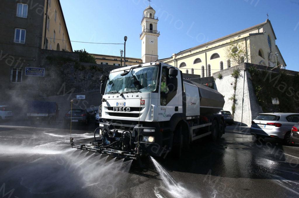 15/04/2020, Genova, Sanificazione delle strade con mezzi idranti di AMIU ( Zona Campi, Via Coronata e Piazzale di Coronata)