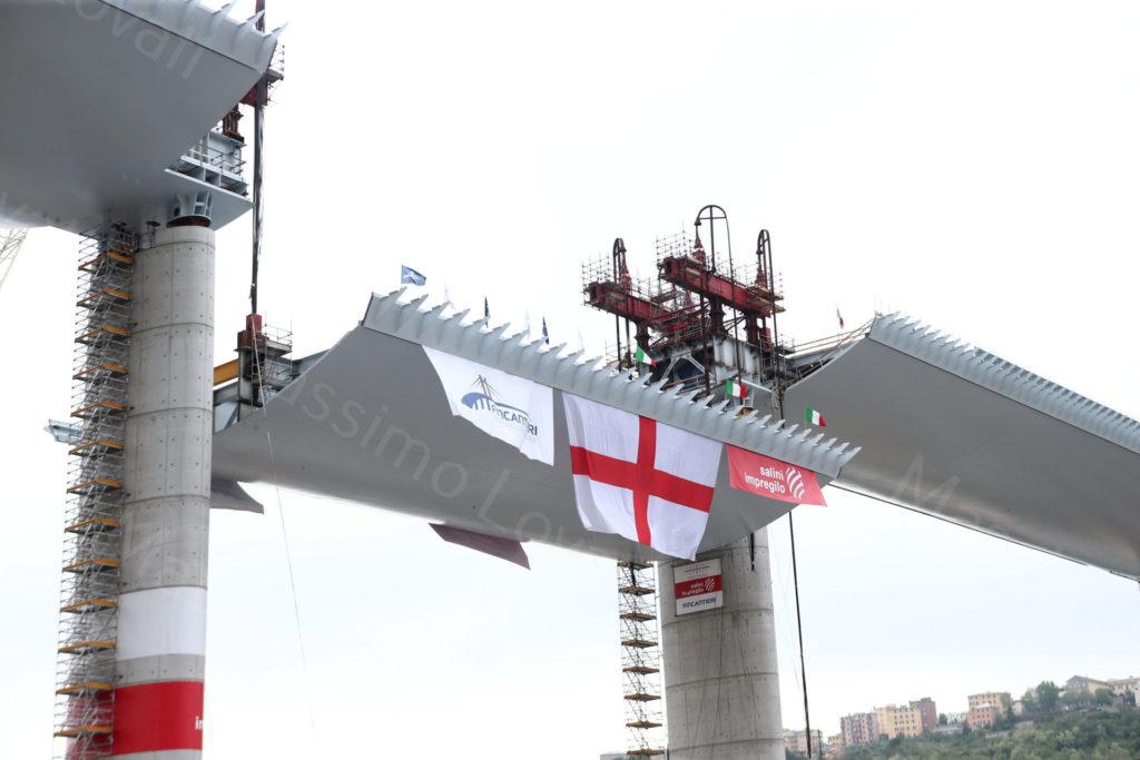 27/04/2020, Genova, La Campata P11-P12 del nuovo ponte di Genova sale in quota