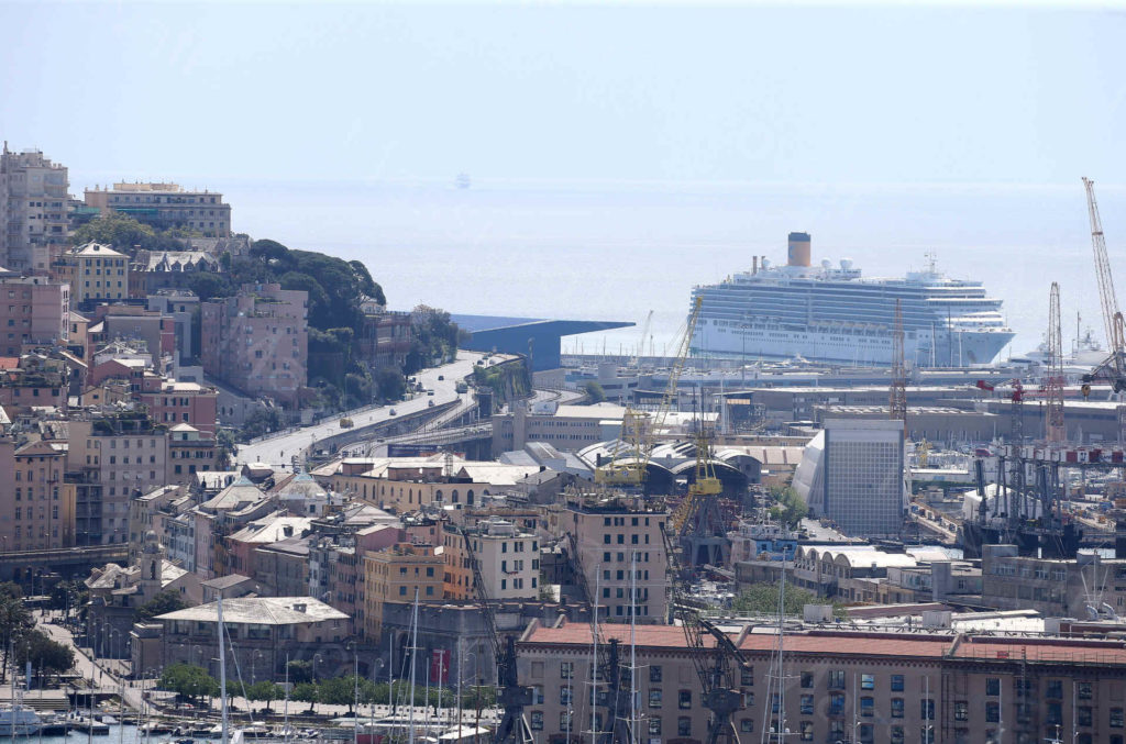 22/04/1020, Genova, La nave da crociera Costa Deliziosa arrivata nel porto di Genova per sbarcare i croceristi