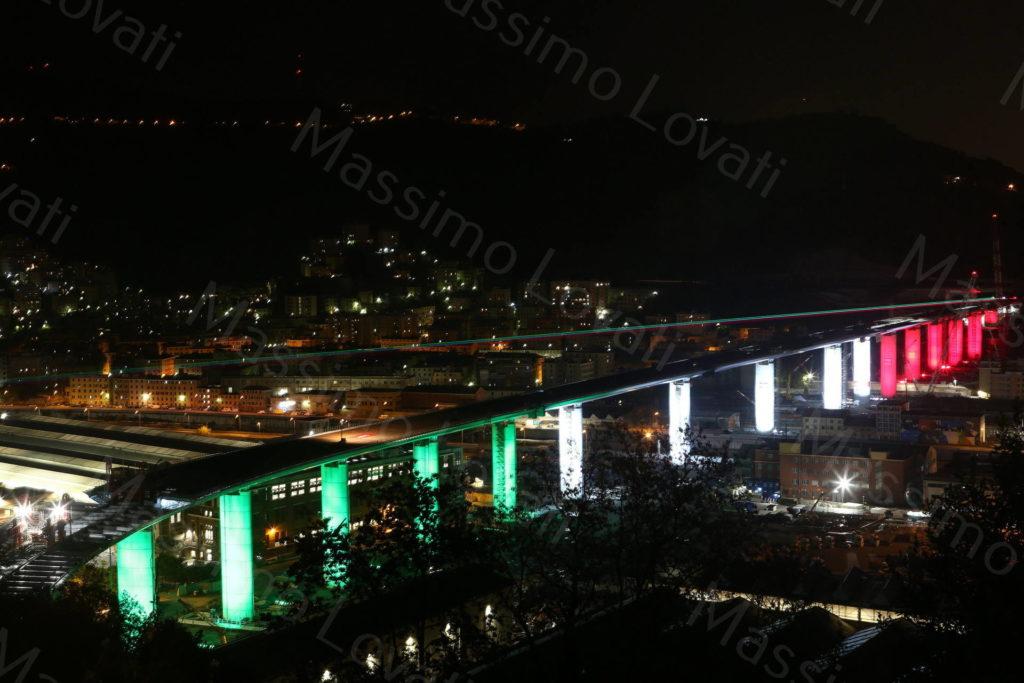 29/04/2020, Genova , Il nuovo ponte di Genova illuminato con i colori della bandiera italiana