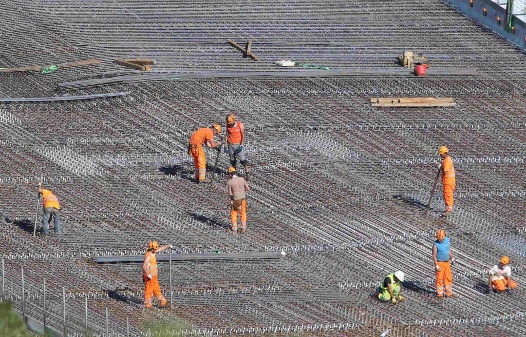 20/05/2020, Genova, Ultimi lavori sulle campate del nuovo ponte di Genova, operai e tecnici al montaggio barre di armatura soletta