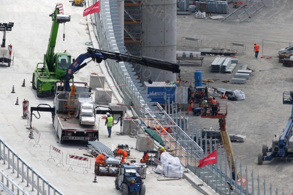 La Soletta del nuovo ponte sul Polcevera completata e operai al lavoro in quota