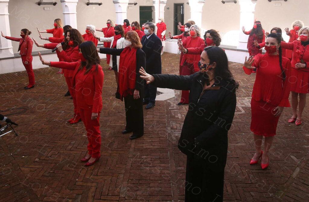 08/03/2021, Genova, Chiostro della Abbazia di San Giuliano, flashmob 100donnevestitedirosso (no alla violenza)