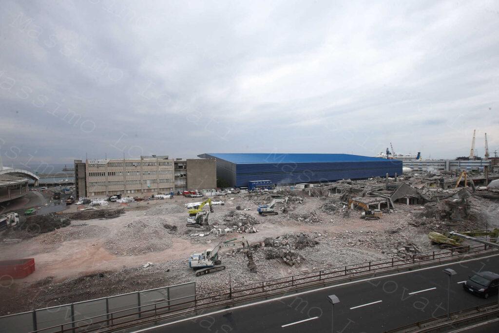 28/04/2021, Genova, Demolizione Padiglione C EX Fiera del Mare e Smontaggio Selettivo del Palasport