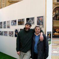 10 02 2004 Con Marco Del Freo organizzatore mia mostra fortografica sul Football Americano. Milano Galleria Vittorio Emanuele II
