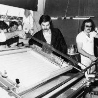 1978 Gruppo Produzione Visiva-Didattica di tecnica di stampa serigrafica, con Torri e Pasini al torchio