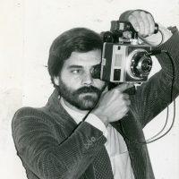 1978 con barba e fotocamera Mamiya