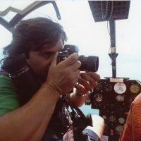 1986 su un elicottero a seguire una gara di Offshore